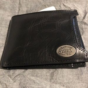 NWT MENS FOSSIL WALLET